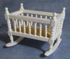 Blanco Cuna Mecedora Casa de muñecas en miniatura vivero cuna Mecedora Bebé 1.12 Escala