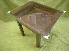 Rústica MESA ARTESA de madera. Barnizada color nogal. Con cristal