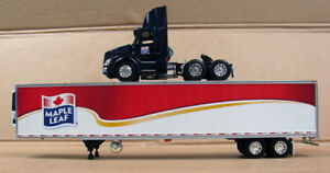 DCP 1/64, VOLVO VN300, 53' REEFER, MAPLE LEAF 32144 CANADIAN  LAST ONE