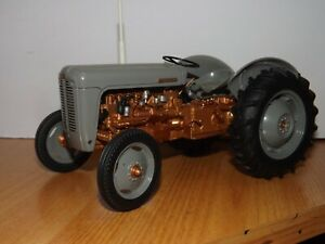 UNIVERSAL HOBBIES  1/16 1956 COPPER MASSEY FERGUSON FE35 - MODEL 2986