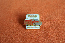 17836 PIN'S PINS AUTO VOITURE CAR IVECO TURBODAILY TURBO DAILY