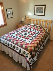 King Size Christmas Tree Quilt Bedspread w/White Ruffle - Better Homes & Garden