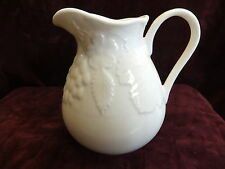 WEDGWOOD STRAWBERRY AND VINE, CREAM / MILK JUG 1/2 PINT ( 0.3 LTR )  NEW UNUSED