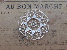 MERCERIE ANCIENNE-2 INCRUSTATIONS en DENTELLE DE VENISE-RONDE+ETOILE-Diam. 7cm