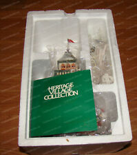 Santa's Lookout Tower (Dept. 56, North Pole Series 5629-4) Holiday Village, 1998