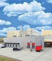 WALTHERS CORNERSTONE HO SCALE MODERN CONCRETE WAREHOUSE KIT 933-4067