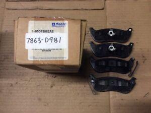 New Factory OEM Mopar Disc Brake Pad Pads Rear 05083882AE