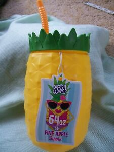 """NWT!  """"COOL GEAR"""" 64 OZ OF FINE-APPLE SIPPIN'-PINEAPPLE SHAPED BPA FREE W/STRAW"""