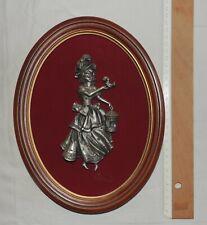 Tableau Figurine en Etain (merveilleuse) + Fond Velour Rouge + Cadre Bois