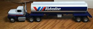 Winross Ford L9000  Valvoline Tractor/ Tanker Trailer 1/64