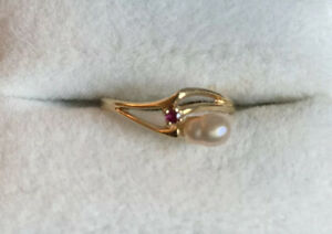 14K Gold Dainty Pearl And Ruby Ring 14KT Marked Shiman 2g Size 6.75