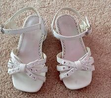 Euc Sonoma Dressy White Sandals with Bows/Rhinestones Sz 7 Worn Once