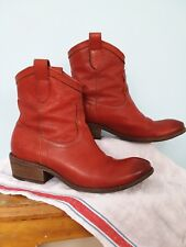 FRYE Womens Carson Shortie Gorgeous Buttery Soft Leather Ankle Boot Burnt Red