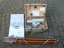 altes Nivelliergerät Teleskope russisch Russland nacnopt H-05 mit Stativ