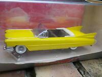 VITESSE CADILLAC TYPE 62 de 1959 cabriolet jaune, ouvert, état neuf en boite