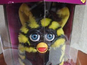 NIB Yellow and Black Striped FURBY Tiger Electronics 70-800 1999 NRFB
