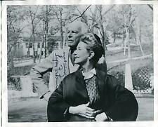 LYNN FONTANNE THEATER ACTRESS IN PETER PAN (NARRATOR)  SIGNED PHOTO AUTOGRAPH