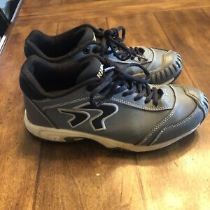 Ringor Turf Pitching Toe Shoes Womens Size 7.5 Gray Good Used Condition