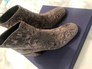 Stuart Weitzman Bacari ankle booties size6.5 in romantic velvet NEW