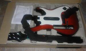 Wii Guitar Hero 5 Bundle - Guitar and Game