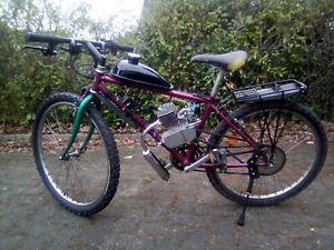 Moped, Mofa, Fahrrad mit 2-Takt-Benzinmotor