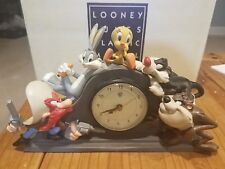 1994 Disney Looney Tunes Mantle Clock. Warner Brothers