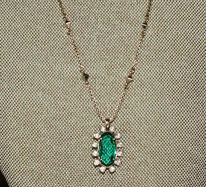 NWT Kendra Scott Brett Pendant Necklace in Emerald Green Halo gold