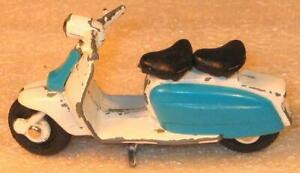 BRITAINS No 9685 LAMBRETTA SCOOTER IN WHITE & BLUE GOOD USED CONDITION