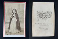 Daveluy et Fils, Belgique, Bruges, Une femme pose en costume flamand. Vintage cd