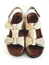 Clarks Size 9.5M T-Strap Womens Sandals Bone Leather Lexi Walnut