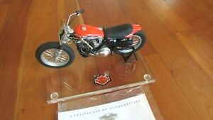 1972 Harley Davidson XR750 1:10 famous US race motorcycle 8 in. long stand COA