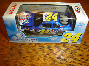 #24 Jeff Gordon 2004 FOUNDATION SANTA HOLIDAY CAR 1/64 Action RCCA Diecast NEW