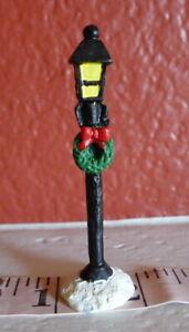 Grandeur Noel Victorian Village Noel Gas Lamp Post w Wreath 1995 Replacement