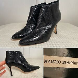 New $1045 MANOLO BLAHNIK Size 37 US 7 Black Snakeskin Zip-Up Heeled Ankle Boots