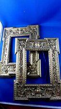 belle paire de cadre fin XIXe en laiton repoussé style renaissance porte photo