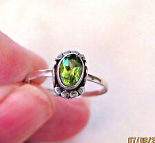 Estate Oval Green Peridot 925 Sterling Silver Solitaire Ring w Accents (5) 1.1 g