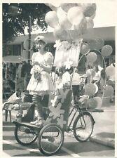 Grande argentique Max et Lili femme carnaval clown véhicule cirque déguisement