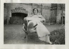 PHOTO ANCIENNE - VINTAGE SNAPSHOT - FEMME CHAISE REPOS PIEDS DRÔLE - WOMAN FOOT