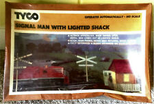 TYCO - SIGNAL MAN with LIGHTED SHACK #928:800 - HO TRAIN