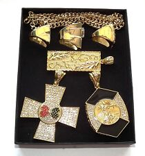 ELVIS STYLE 6 PIECE JEWLLERY SET IN BOX , RINGS AND PENDANTS FOR ELVIS ETA .