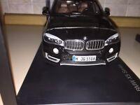 DEALER PARAGON 1:18 BMW X5 F15 BLACK METALIC NEW SHIPPING WORLDWIDE