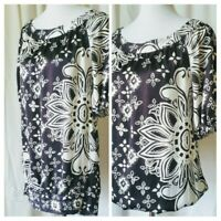 WHITE HOUSE BLACK MARKET Silk Blouse size Small Ivory on Black Floral