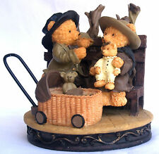 """Avon Gift Collection Beary figure """"Beary Family Picnic"""" Mint Boxed"""
