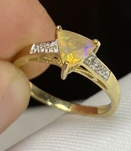 Stunning, Solid 9k Gold Opal & Diamond Ring ~ 1.9 grams ~ not scrap ~ Gorgeous!
