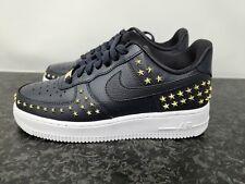 Nike Air Force 1'07 XX Con Tachas Estrellas De Oro Para Mujer Talla 7.5 Negro AR0639-001 Nuevo