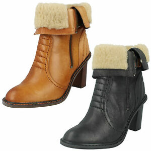 LADIES CLARKS LEATHER ZIP UP SMART HEELED FUR CUFF ANKLE BOOTS LISETTE BLUES