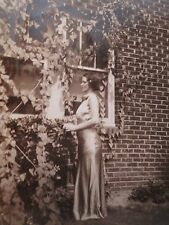 VINTAGE ARTISTIC AMERICAN BEAUTY YOUNG LADY SHEEN DRESS CURVES FULL FIGURE PHOTO