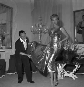 Sophia Loren try a dress with designer Emilio Schuberth 1955 2 OLD PHOTO