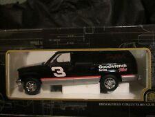 Brookfield Collectors Guild NASCAR Dale Earnhardt 1997 Chevrolet Suburban 1/5000