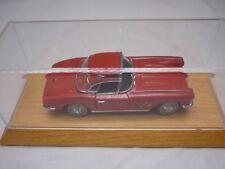 Un Danbury Comme neuf scale model of a 1962 Chevrolet Corvette, vitrine.